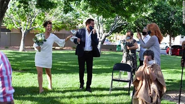 """""""Đám cưới sân sau"""" - cứu tinh cho ngành dịch vụ hôn lễ Mỹ - 3"""