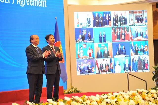 Nóng: Việt Nam vừa ký hiệp định thương mại lớn nhất thế giới  - 2