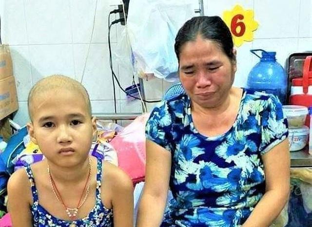 Đau nhói lòng cảnh vợ chồng tật nguyền chăm con ung thư - 1