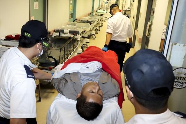 Tỷ phú Trung Quốc bị tấn công bằng dao tại Hồng Kông - 2