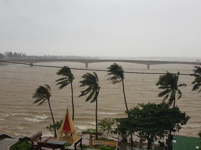 Bão số 13 chạy dọc biển miền Trung, từ Huế về Hà Tĩnh - 7