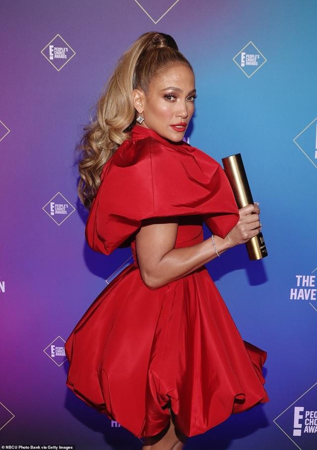 Jennifer Lopez trẻ đẹp như công chúa - 2