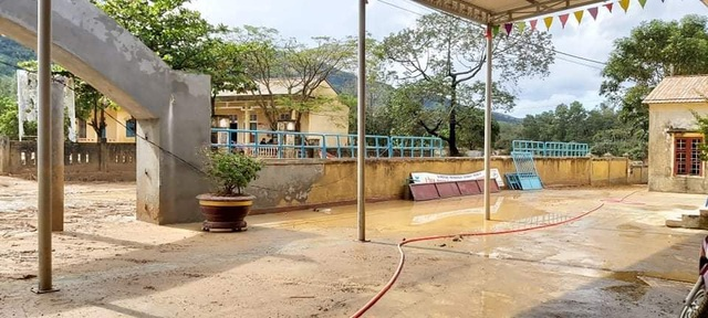 Trường học bị đất vùi lấp, sau một tháng học sinh mới được đến lớp - 5