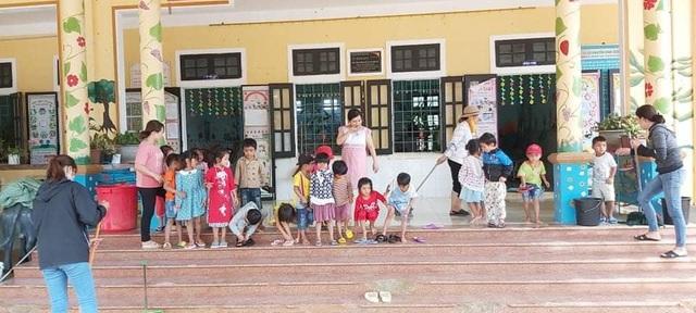 Trường học bị đất vùi lấp, sau một tháng học sinh mới được đến lớp - 1