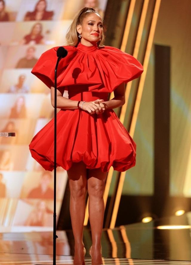 Jennifer Lopez trẻ đẹp như công chúa - 1