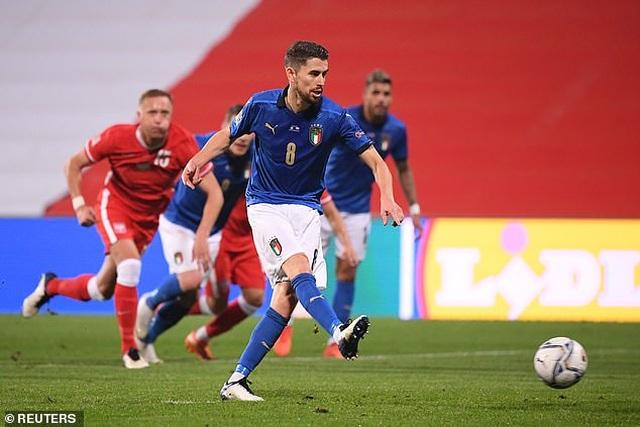 Italia và Hà Lan cùng chiến thắng, tạo nên thế căng như dây đàn - 1