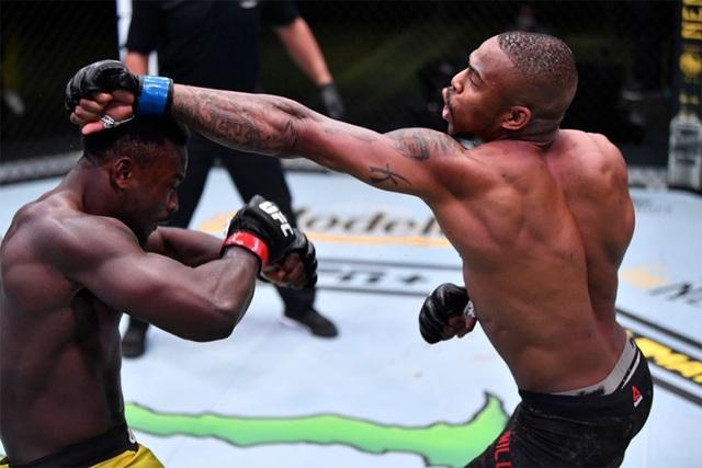 """""""Quái vật"""" mới làng UFC gây sốc, không đối thủ nào trụ quá... 30 giây - 1"""