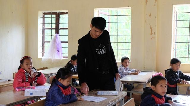 Hạnh phúc nhọc nhằn ít người tỏ của giáo viên cắm bản - 1