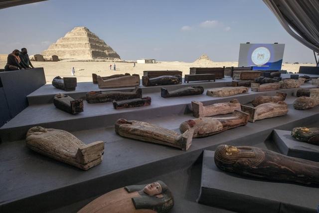 Phát hiện kho báu với 100 quan tài 2.500 năm tuổi ở Ai Cập - 1