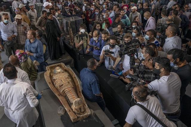 Phát hiện kho báu với 100 quan tài 2.500 năm tuổi ở Ai Cập - 2