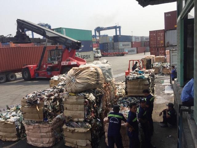 """Hải quan vẫn """"lấn cấn"""" trong việc xử lý các container rác, phế liệu?! - 1"""