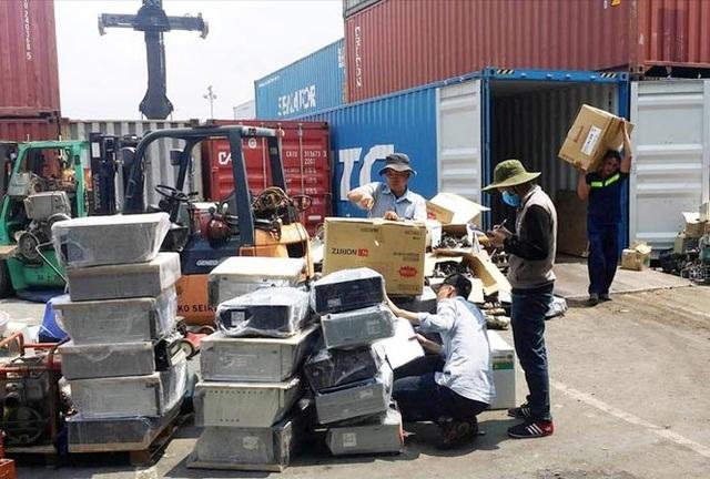 """Hải quan vẫn """"lấn cấn"""" trong việc xử lý các container rác, phế liệu?! - 3"""
