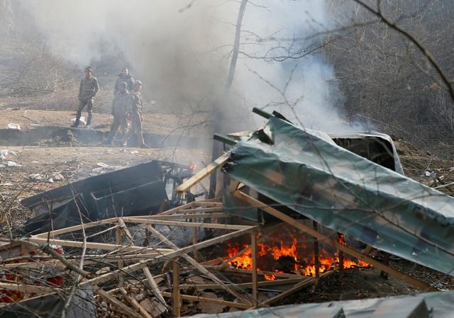 Người dân tự tay đốt nhà trước khi Azerbaijan tiếp quản khu vực tranh chấp - 5
