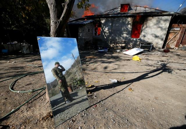 Người dân tự tay đốt nhà trước khi Azerbaijan tiếp quản khu vực tranh chấp - 11