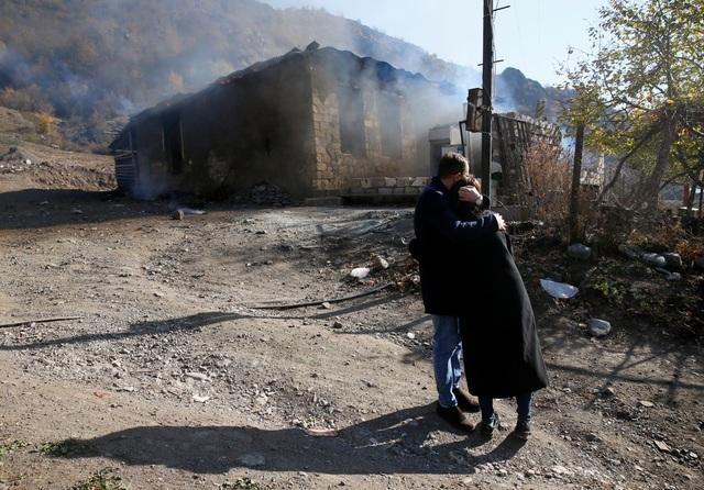 Người dân tự tay đốt nhà trước khi Azerbaijan tiếp quản khu vực tranh chấp - 10