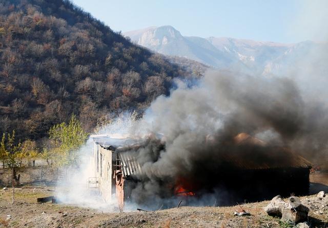 Người dân tự tay đốt nhà trước khi Azerbaijan tiếp quản khu vực tranh chấp - 6