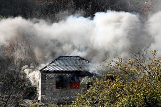 Người dân tự tay đốt nhà trước khi Azerbaijan tiếp quản khu vực tranh chấp - 8