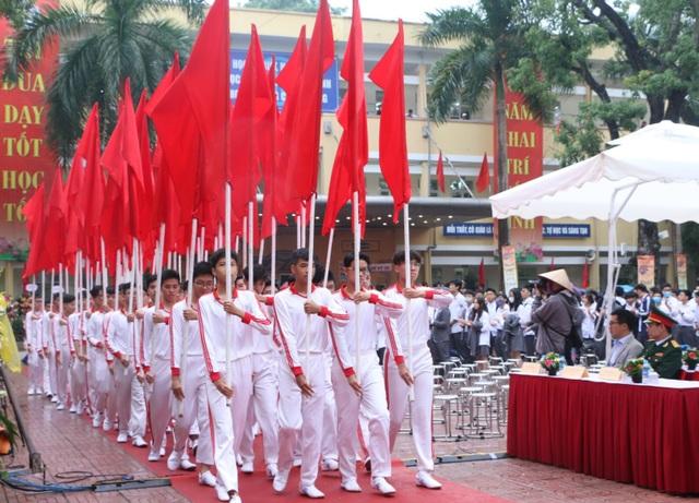 Trường THPT Yên Hòa kỉ niệm 60 năm thành lập và nhận Cờ thi đua Chính phủ - 3