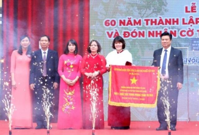 Trường THPT Yên Hòa kỉ niệm 60 năm thành lập và nhận Cờ thi đua Chính phủ - 1