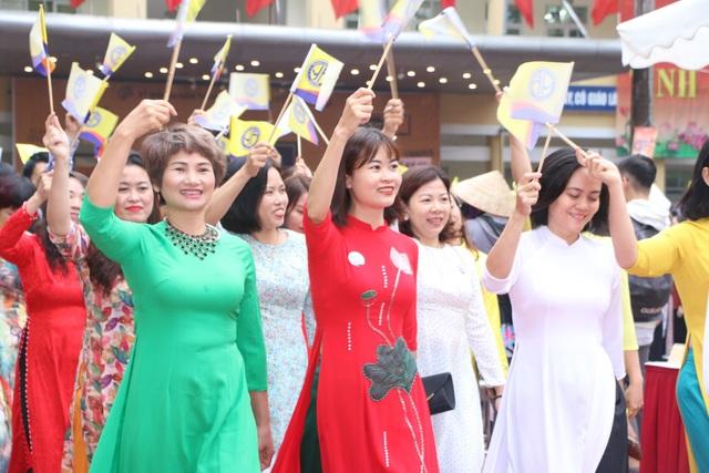 Trường THPT Yên Hòa kỉ niệm 60 năm thành lập và nhận Cờ thi đua Chính phủ - 4
