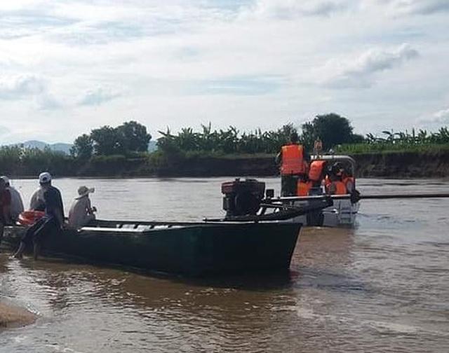 Tìm thấy thi thể học sinh lớp 6 sau nhiều ngày mất tích dưới sông - 1