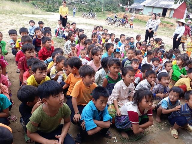Thầy cô ở M'Đrắk không sợ khổ, chỉ sợ học sinh không đến lớp, không áo mặc - 4