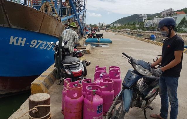 Khánh Hòa: Ngư dân hối hả vươn khơi Trường Sa sau bão số 13 - 2