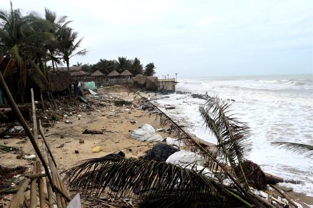 Du khách tiếc nuối khi các bãi biển du lịch tại Hội An dần biến mất - 4