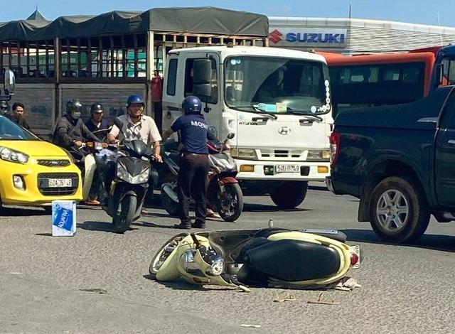Va chạm với xe container, cô gái trẻ tử vong tại chỗ - 1