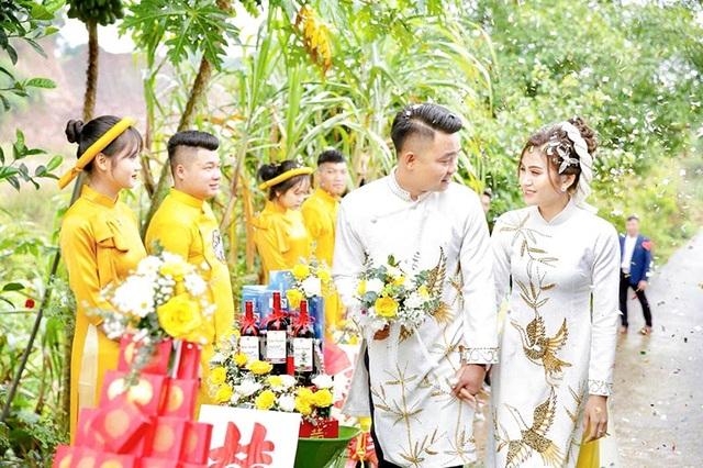 Đám hỏi ở Thái Nguyên gây chú ý vì dàn siêu xe cút kít chở tráp lễ - 2