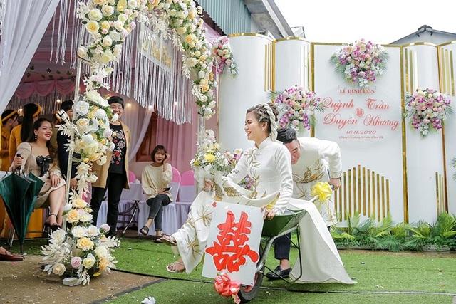 Đám hỏi ở Thái Nguyên gây chú ý vì dàn siêu xe cút kít chở tráp lễ - 6