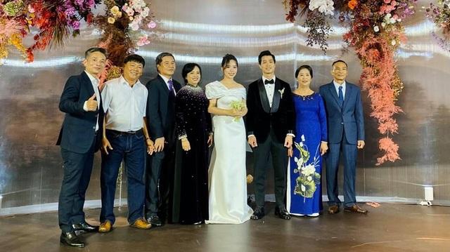 Lộ ảnh cưới lãng mạn của vợ chồng Công Phượng - 8
