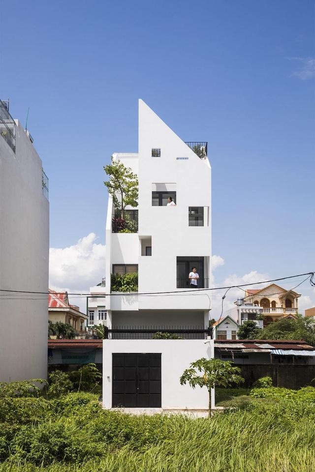 Khám phá bí mật đằng sau ngôi nhà có nhiều cửa sổ ở Sài Gòn - 1
