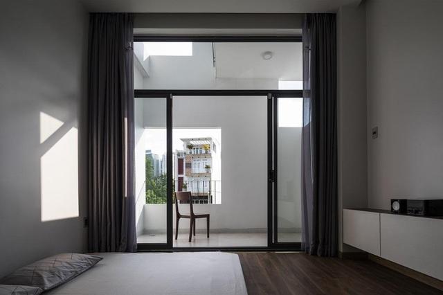 Khám phá bí mật đằng sau ngôi nhà có nhiều cửa sổ ở Sài Gòn - 9