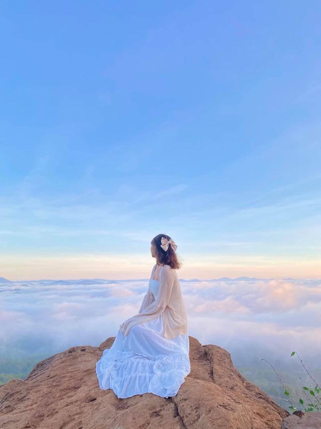 Hàng trăm du khách xếp hàng dài từ 5 giờ sáng để săn mây ở Đà Lạt - 8
