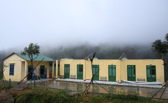Bão cướp trường, thầy trò vùng núi lở học tạm dưới hiên nhà dân - 6