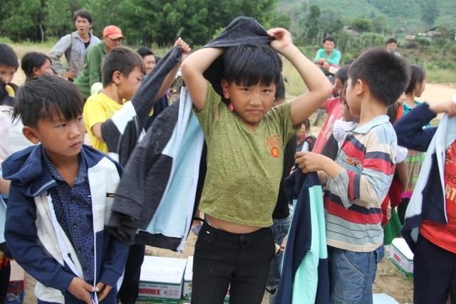 Thầy cô ở M'Đrắk không sợ khổ, chỉ sợ học sinh không đến lớp, không áo mặc - 11