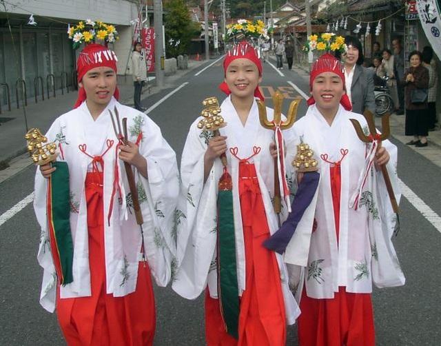 """Lễ hội thu hoạch độc đáo tại """"nơi thần linh tụ họp"""" ở Nhật Bản - 8"""