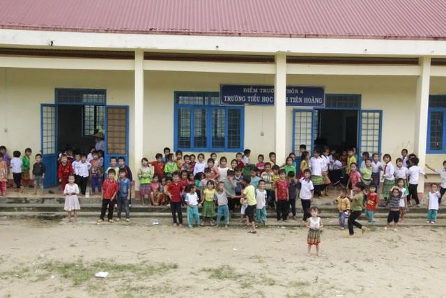 Thầy cô ở M'Đrắk không sợ khổ, chỉ sợ học sinh không đến lớp, không áo mặc - 1