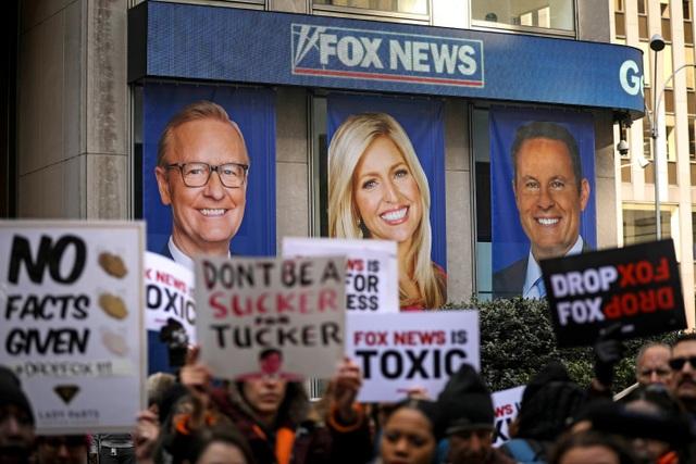 Ông Trump cân nhắc mua lại hãng truyền thông để đấu với Fox News - 1