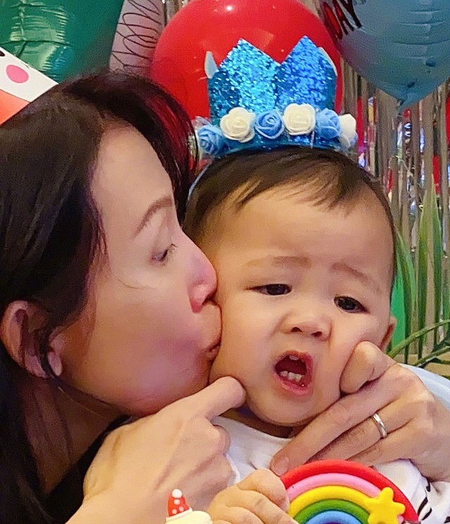 Thái Thiếu Phân hạnh phúc làm mẹ ở tuổi 47 - 2