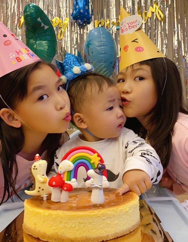 Thái Thiếu Phân hạnh phúc làm mẹ ở tuổi 47 - 3