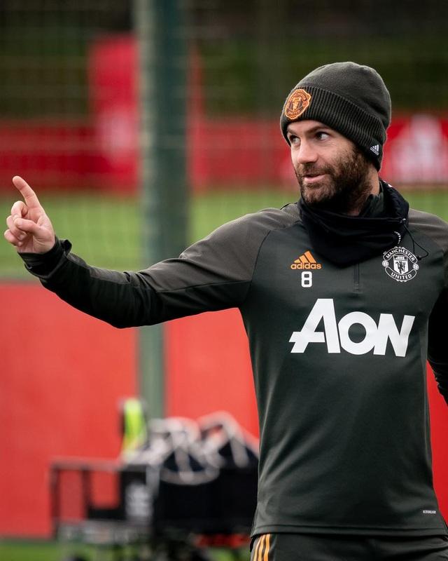 Cầu thủ Man Utd âm thầm tập luyện, chờ Premier League trở lại - 15