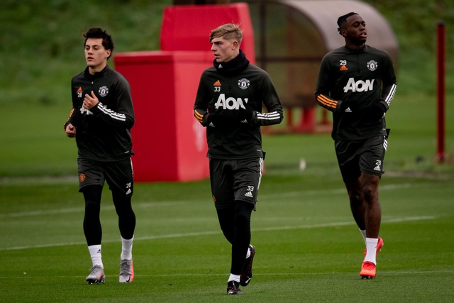 Cầu thủ Man Utd âm thầm tập luyện, chờ Premier League trở lại - 5