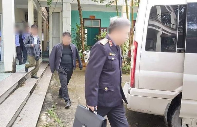 Bắt trưởng công an thị trấn ở Hà Giang và 2 thuộc cấp - 1