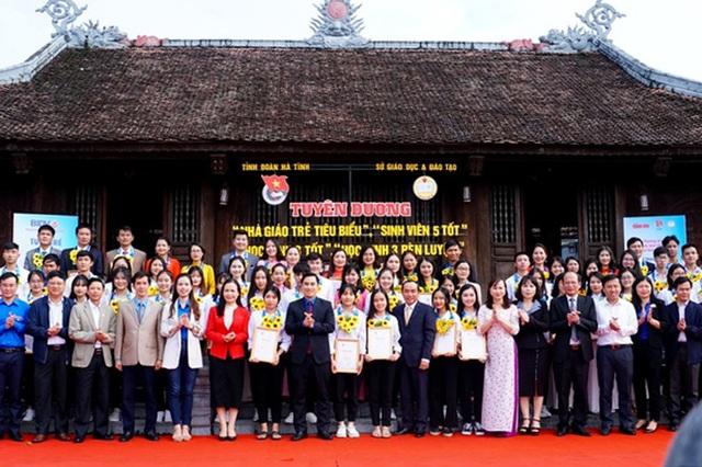 Hà Tĩnh: Tuyên dương 60 nhà giáo, học sinh và sinh viên tiêu biểu - 1
