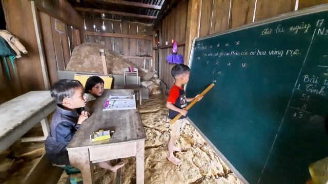 20/11 ở vùng sạt lở: Không quà không hoa, chỉ mong học sinh được đến lớp - 11