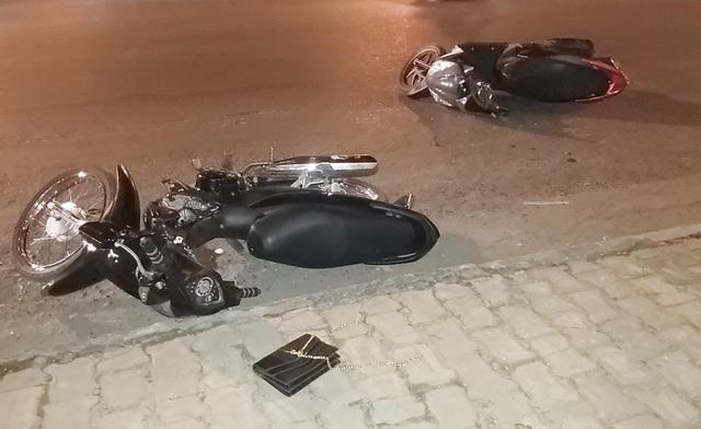 Tên cướp bị 2 cô gái ép xe ngã xuống đường - 2