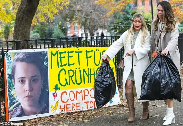Hilary Duff và bạn diễn sợ phát khóc vì.... sâu bọ - 5