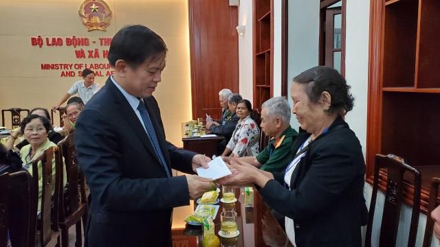 Bộ LĐ-TBXH gặp mặt đoàn đại biểu người có công tỉnh Kon Tum - 5